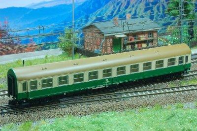Kühn D-Zugwagen YB70 grün-elfenbein DR- TT