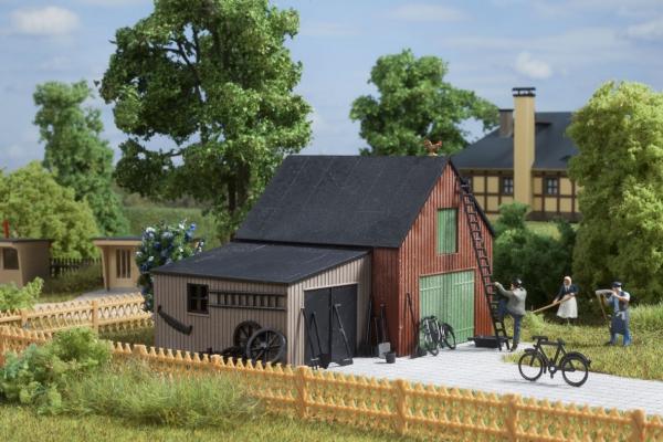 Auhagen 11408 Bausatz Lagerschuppen mit Garage, H0