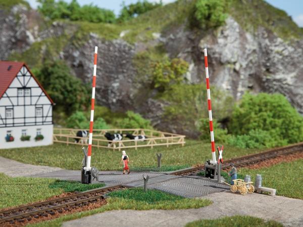 Auhagen Bausatz Beschrankter Bahnübergang H0