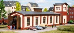 Auhagen 13345 Bausatz Lokschuppen einständig mit Wasserturm, Nenngröße TT